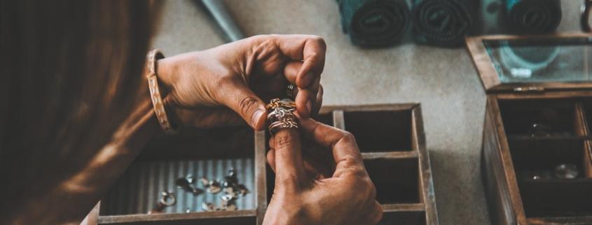 Pielęgnacja biżuterii dawnej