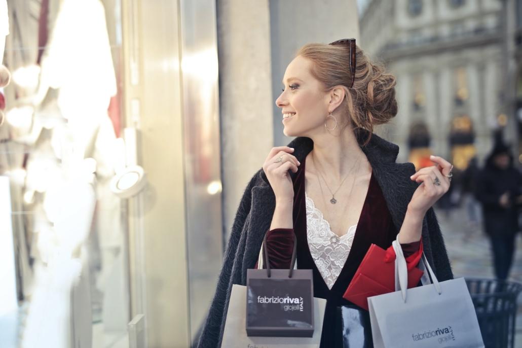 Kobieta naluksusowych zakupach