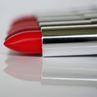 Efekt czerwonej szminki