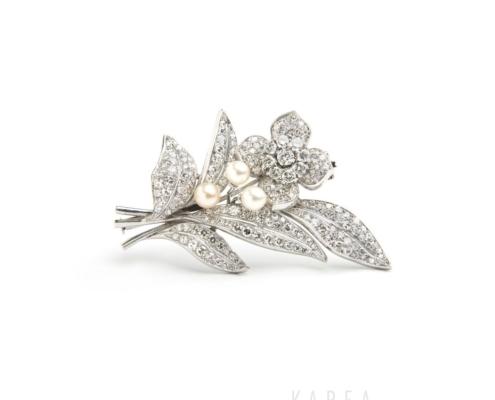 Brosza wformie kwiatu diamenty iperły aukcja KAREA ID 000554