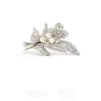 Brosza w formie kwiatu diamenty i perły aukcja KAREA ID 000554