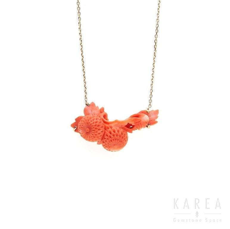 Naszyjnik koral rzeźbiony wformie kwiatowej gałązki zezłotym łańcuszkiem KAREA ID 000484