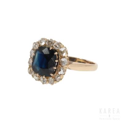 Pierścionek z szafirem i rozetami diamentowymi typu daisy aukcja KAREA ID 866