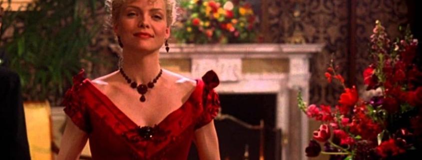 """Michele Pfeiffer w biżuterii antykwarycznej z granatów w filmie """"Wiek niewinności"""""""