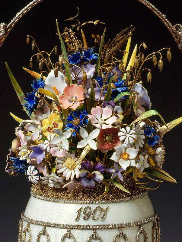 Fragment Jajka zbukietem polnych kwiatów (Flower Basket Egg), 1901